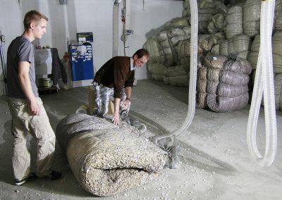 Szivacsdaráló üzem bála készítés